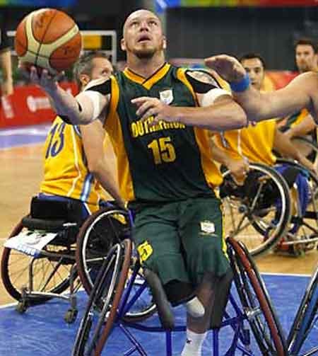 Jogo de basquete paralímpico.